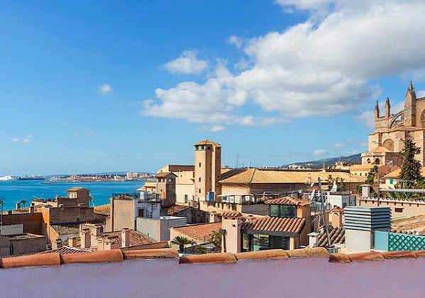 Calatrava Palma Old Town - Santa Eualia - a real opportunity - 2 bedrooms, 2 bathrooms, renovated, communal roof terrace with sea and Cathedral views!