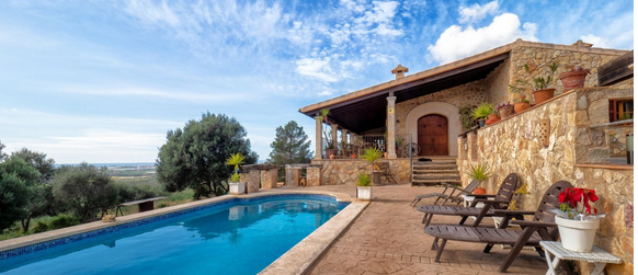 Coutry home rustic style with pool and amazing views close to Palma
