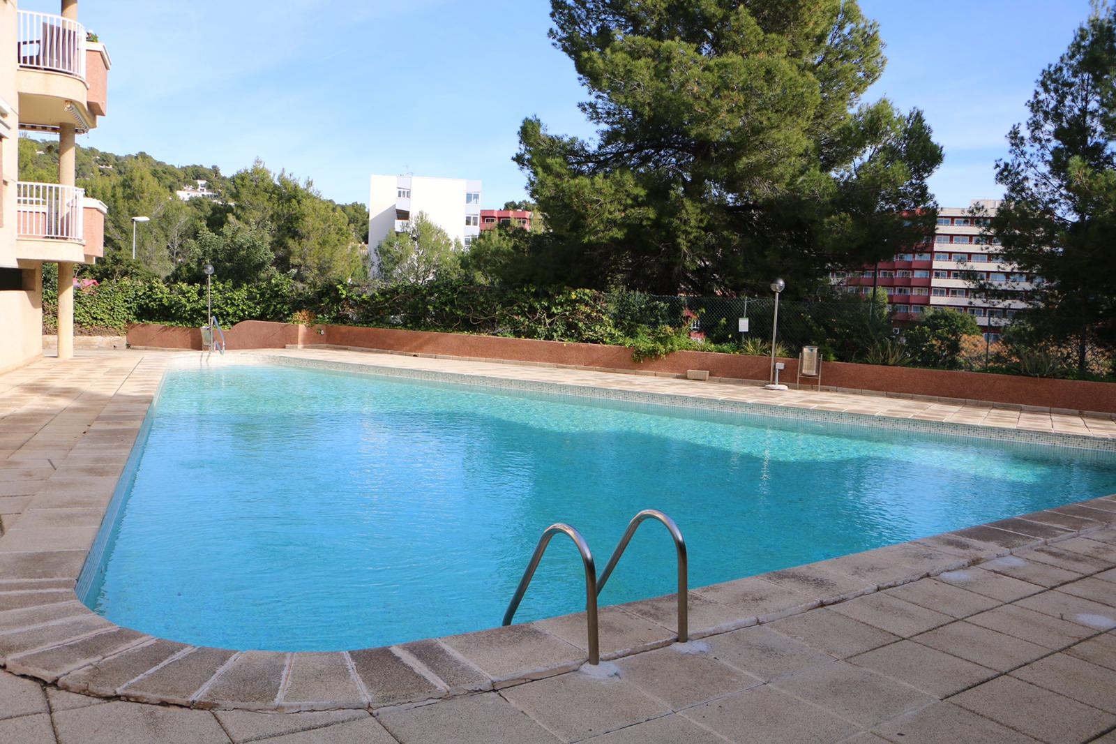 Portals Nous Mallorca: 2 bedrooms apartment with parking, pool