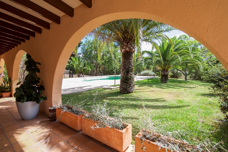 Amazing Country home with 2 guest houses, pool, private tennis court and a holiday rental license close to Palma