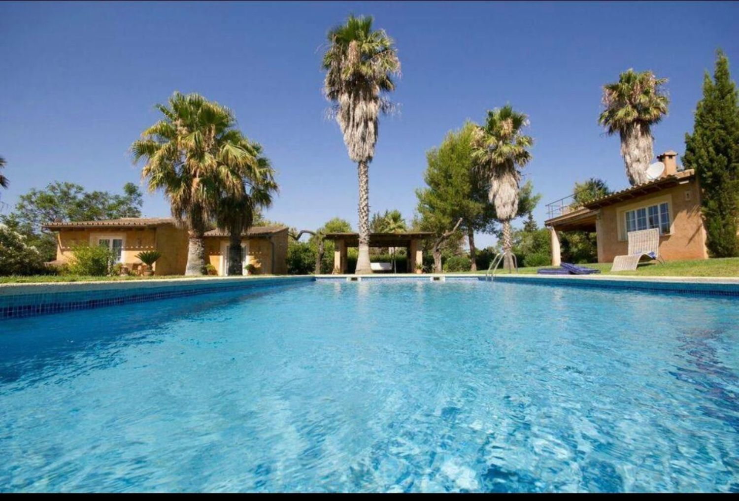 Country home for sale in Santa Maria Mallorca on a big plot with 2 guesthouses