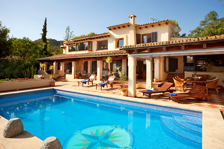 Beautiful villa with Sea, Golf and Castle Views located above Royal Bendinat Golf Course