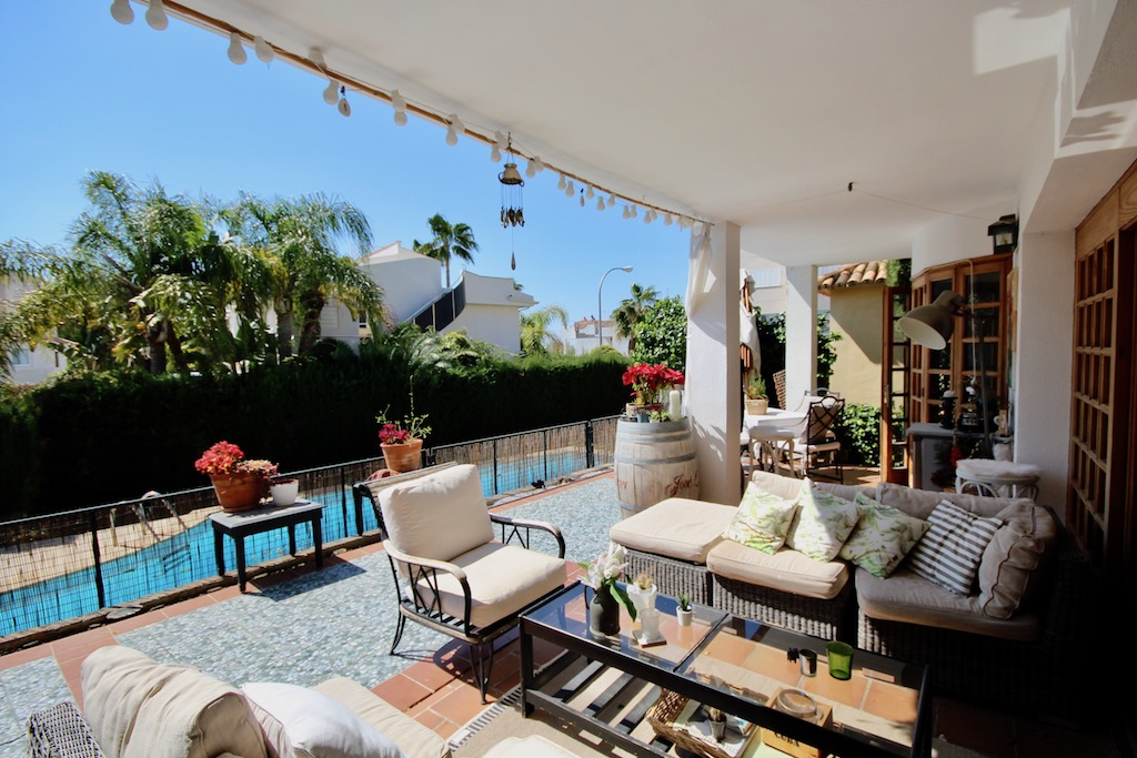 Palma - detached villa with communal pool and garden