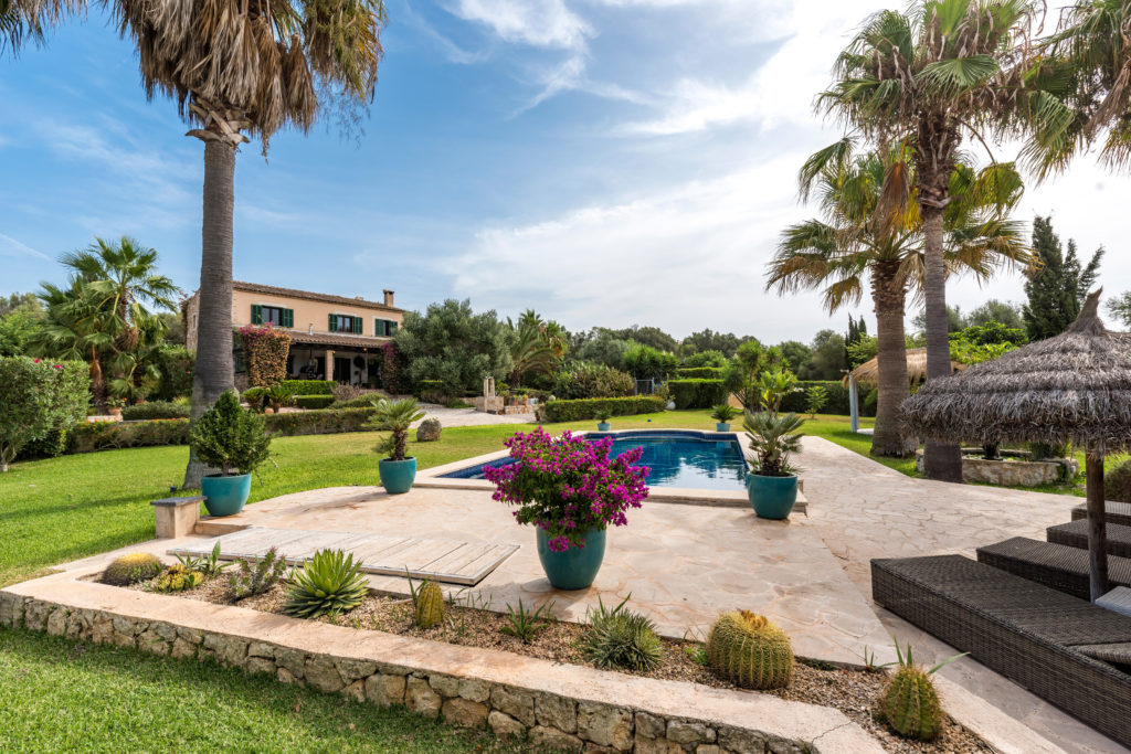 Porreres: Charming renovated finca with riding area and horse stables