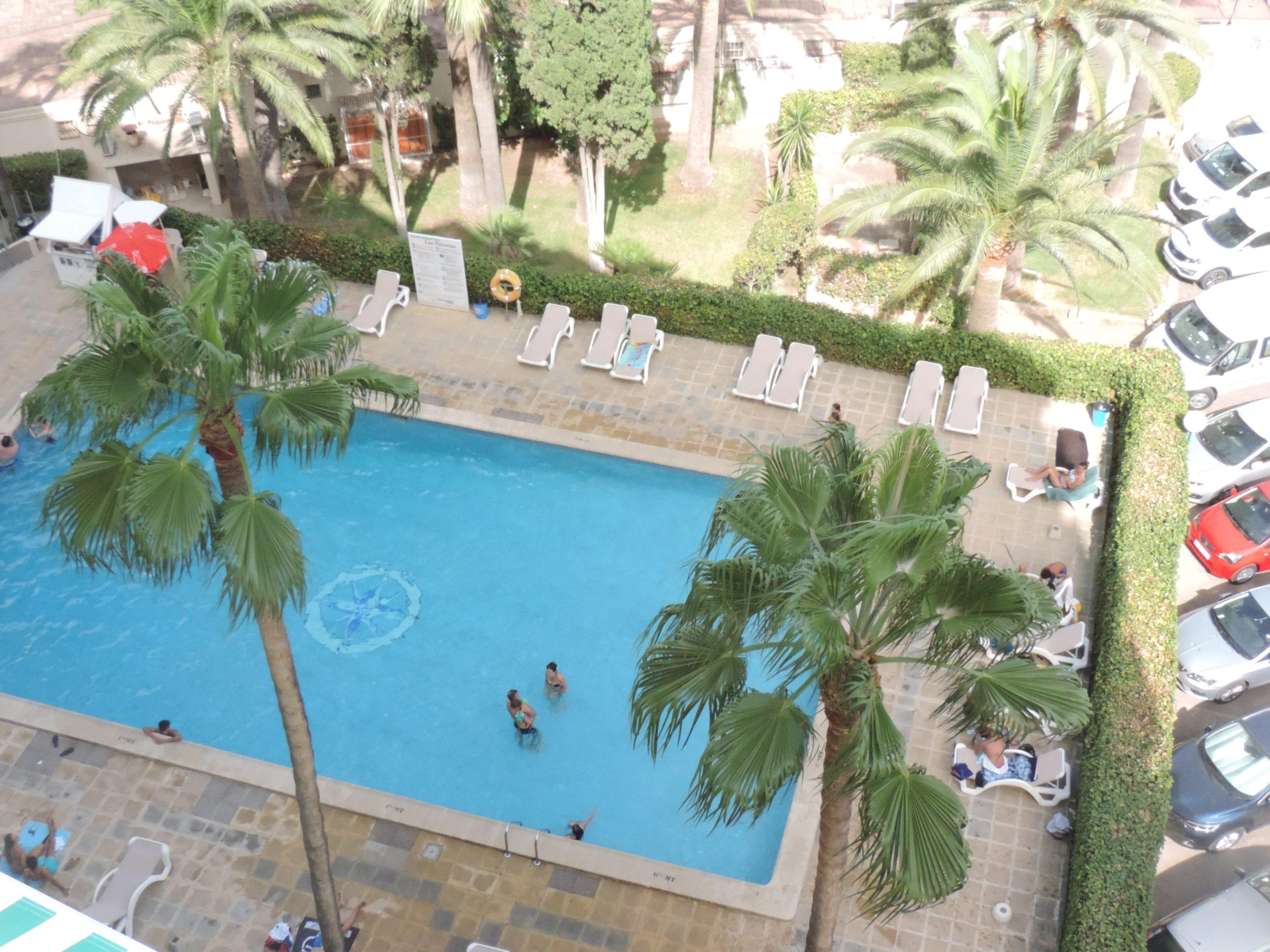 Palmanova: studio apartment close to beach, sea views, pool, parking