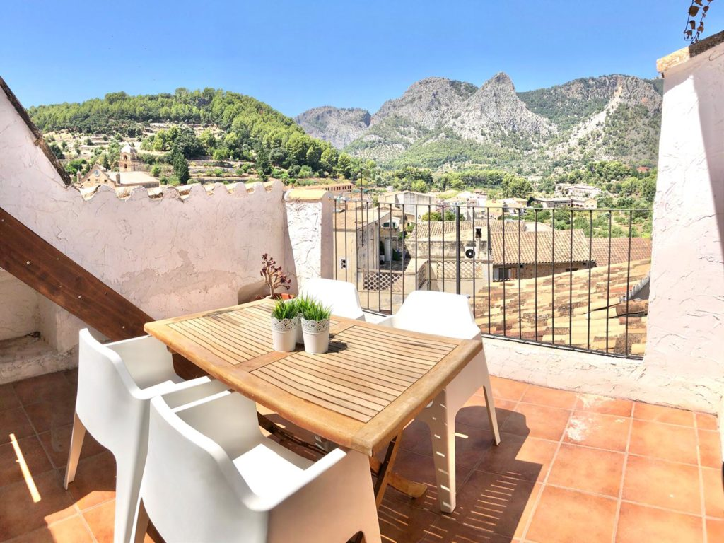 Bunyola: Renovated charming townhouse in the center of the village with amazing views