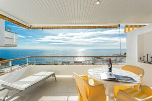ILLETAS Frontline 2 beds 2 bath, parking, pool, direct access to the sea