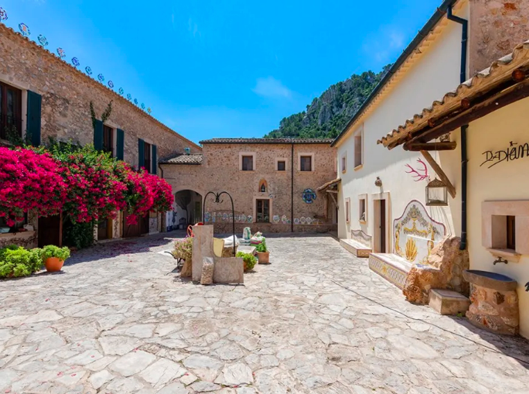 Historical Country Estate from 15th century for sale in Esporles