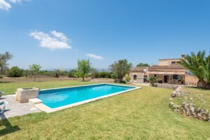 Llubi: Rustic finca on a big plot with holiday rental license close to village