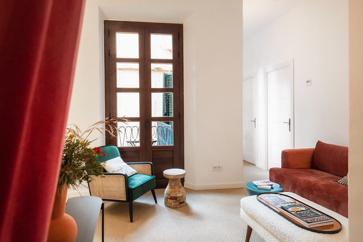 Palma: La Lonja newly renovated apartment, roof terrace with Cathedral views