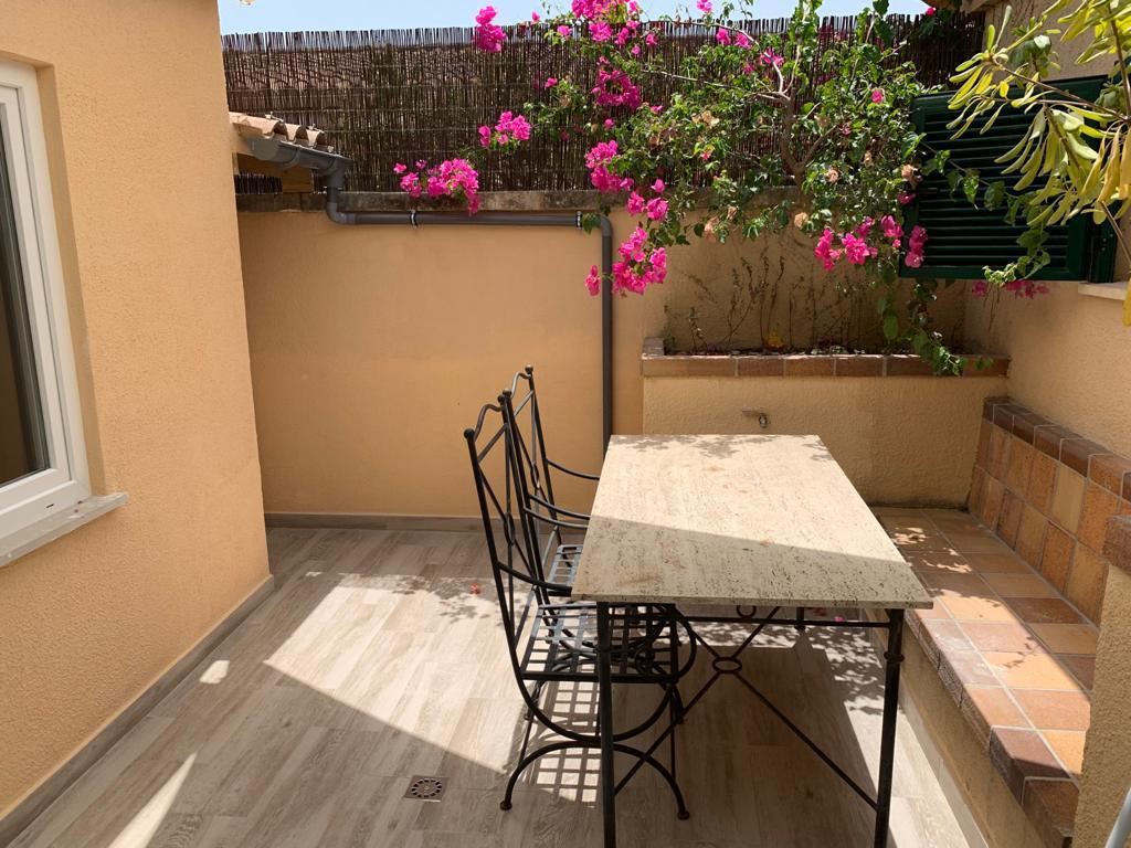 Rent: Illetas - Bendinat 2 bedrooms bungalow, pool, parking
