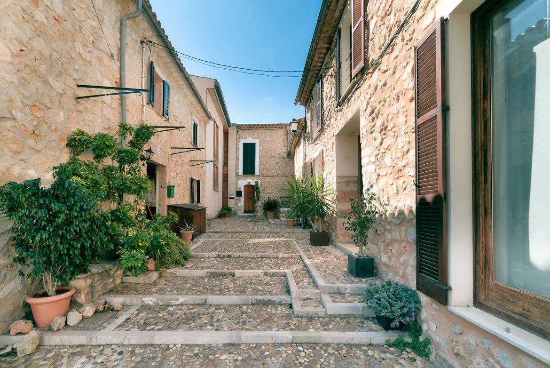 Alaro: Traditional charming townhouse