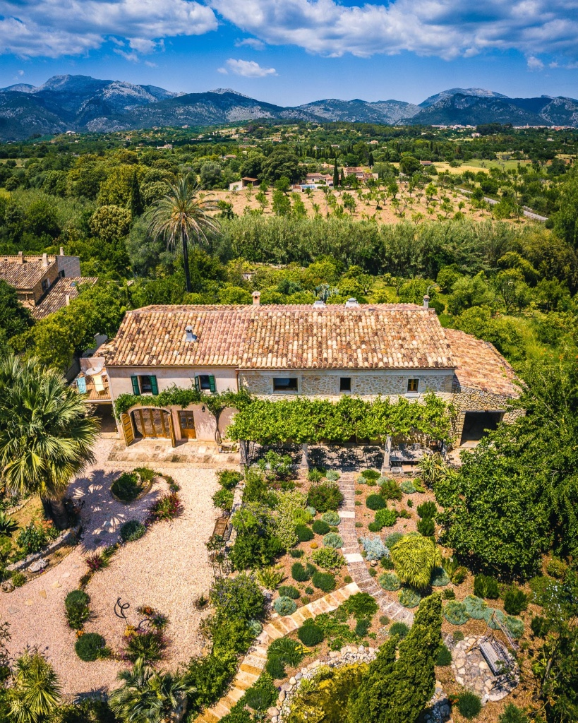 Traditional Mallorcan finca for sale with holiday rental licence