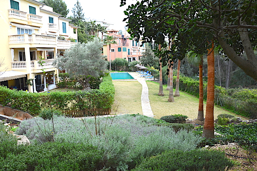 Cas Catala 4 bedrooms ground floor apartment with private garden