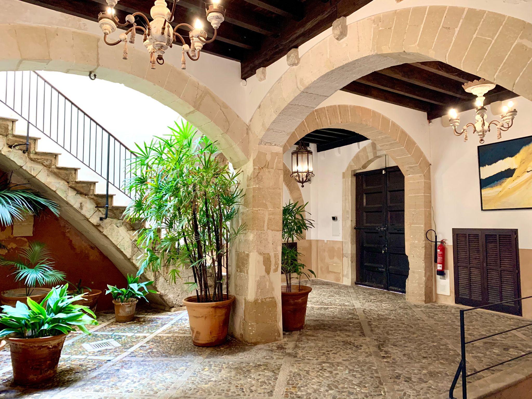 Palma: Immaculate Palatial townhouse