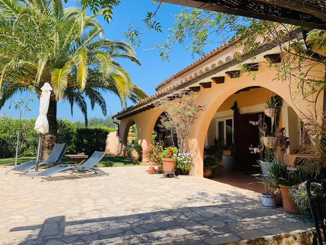 Amazing Country home with 2 guest houses, pool, private tennis court close to Palma
