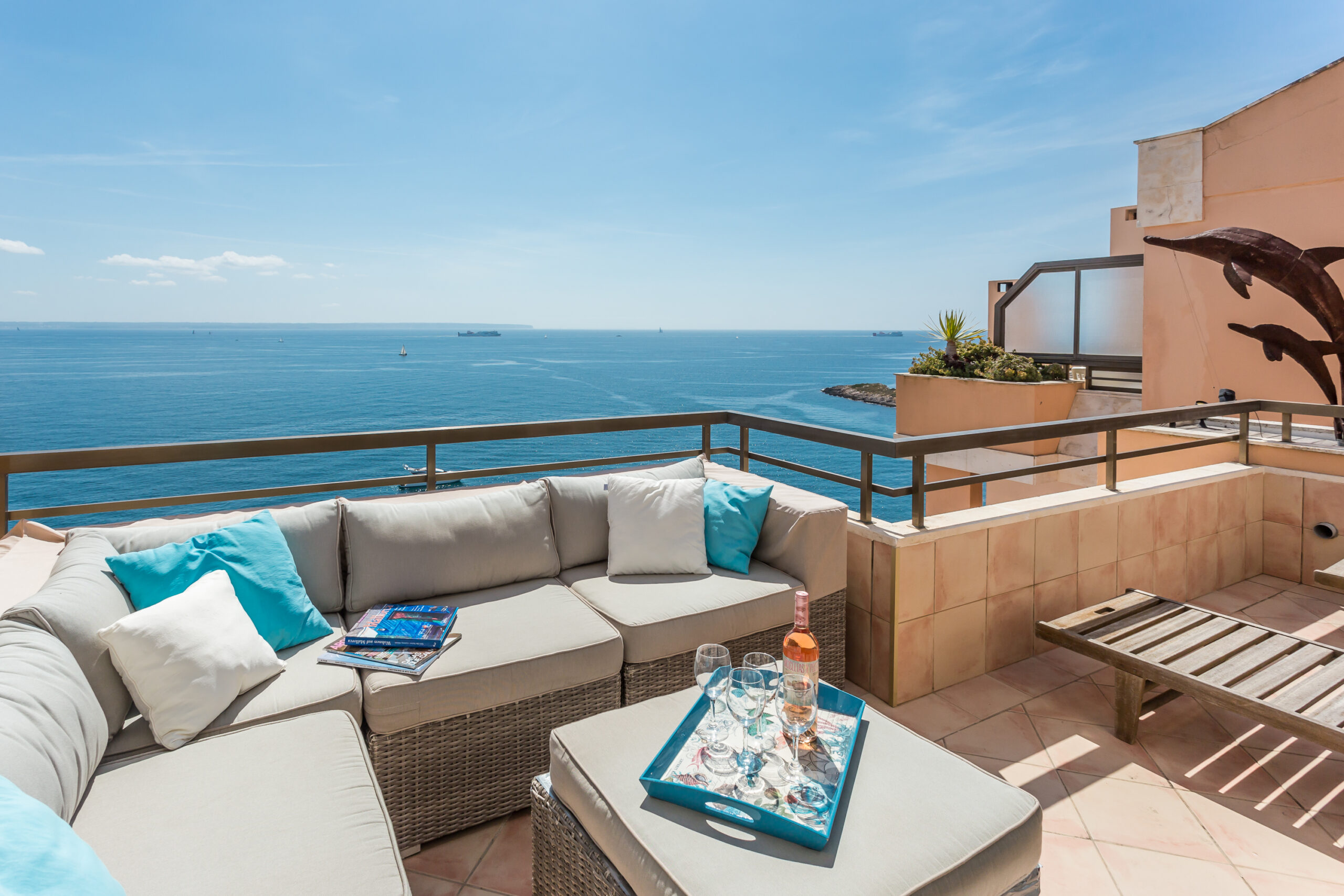 Illetes: Renovated 3 bedrooms apartment with impressive views to the sea