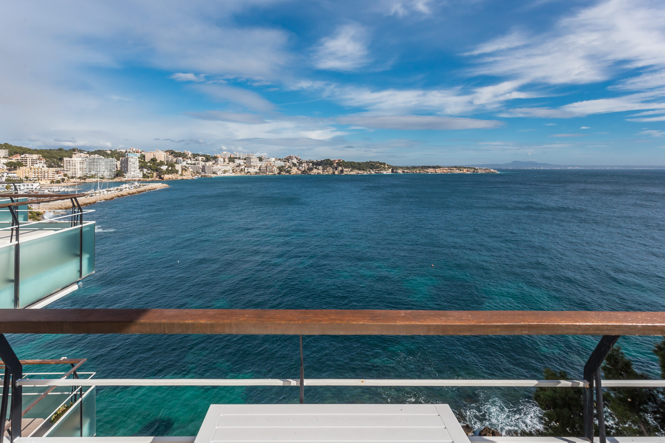 Cas Catala - Illetes: Renovated Frontline 3 bedrooms apartment next to Marisel