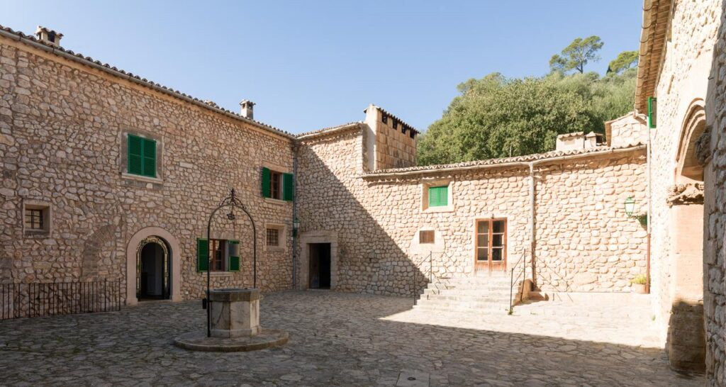 Reformed Historical Manor Estate close to Palma with open views to the city and the Bay