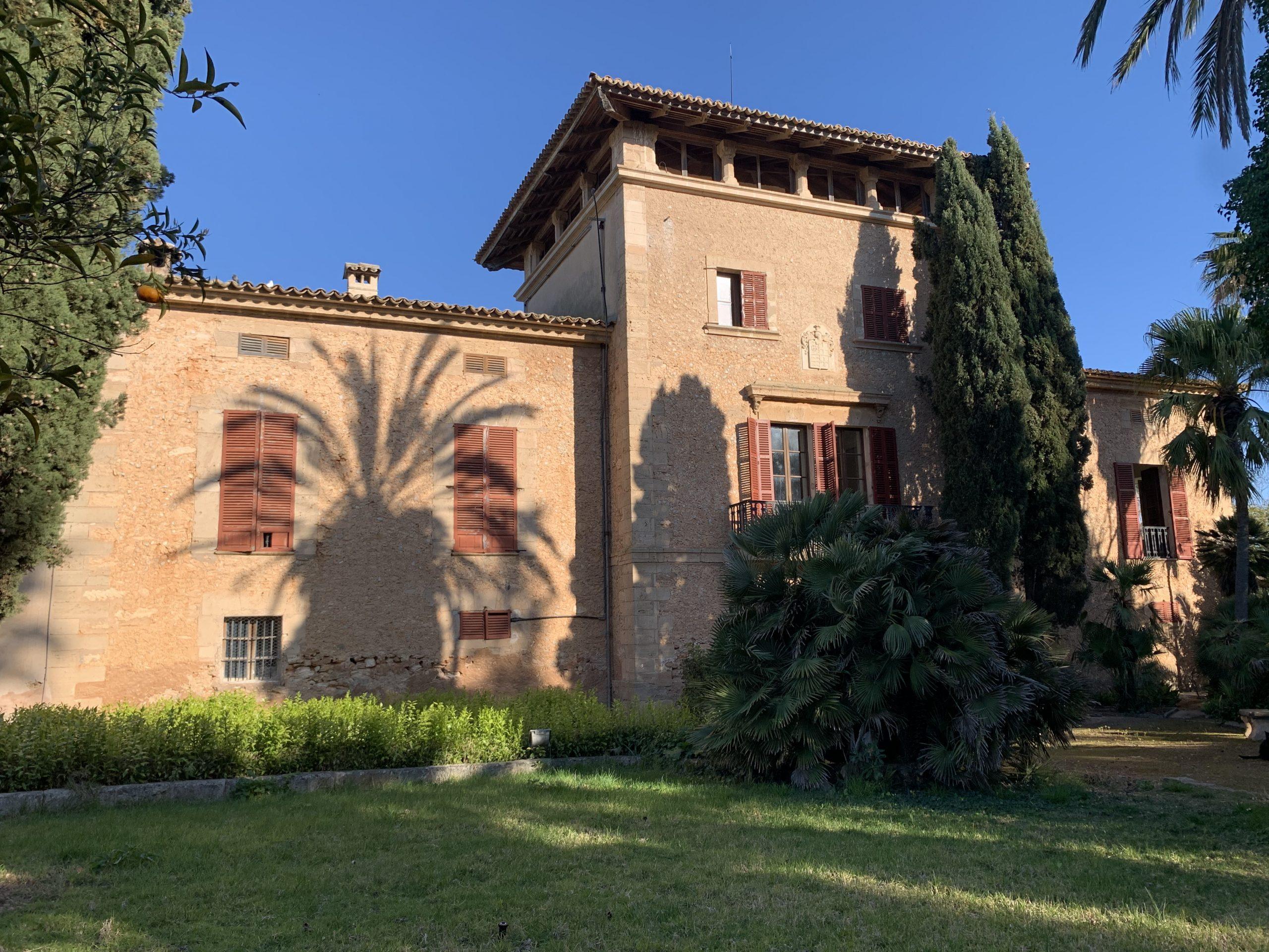Palma: Renoviertes historisches Anwesen mit Pferdeanlage auf großem Grundstück