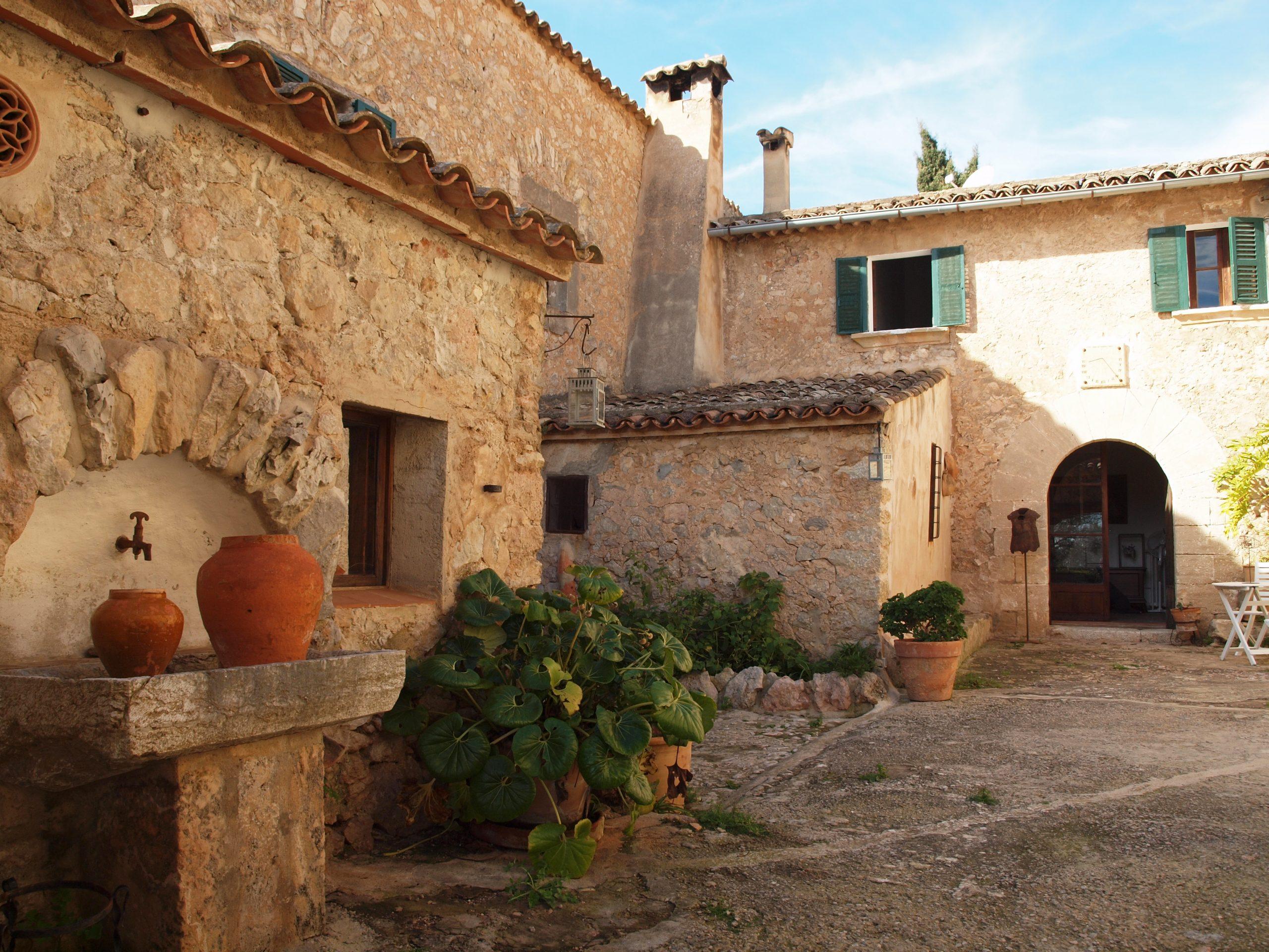 Historisches Fincahotel in Tramuntana mit atemberaubendem Blick auf Palma, die Kathedrale und das Meer